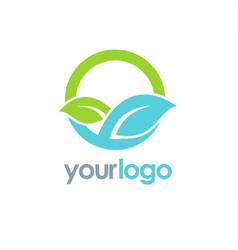 Green leaf organic round logo vector