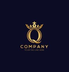 Q alphabet crown logo design concept vector